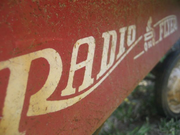 red wagon radio flyer old