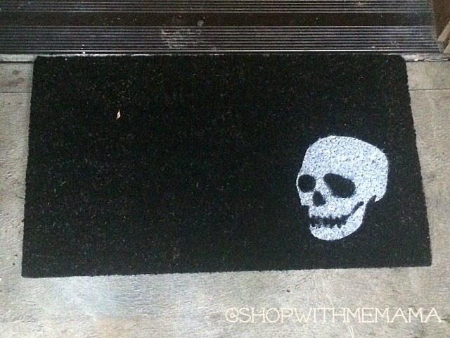 creepy white skull doormat halloween