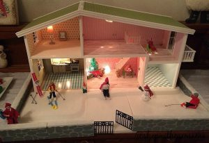 Lundby Doll House Has Christmas Decorations! (Giveaway Time!)