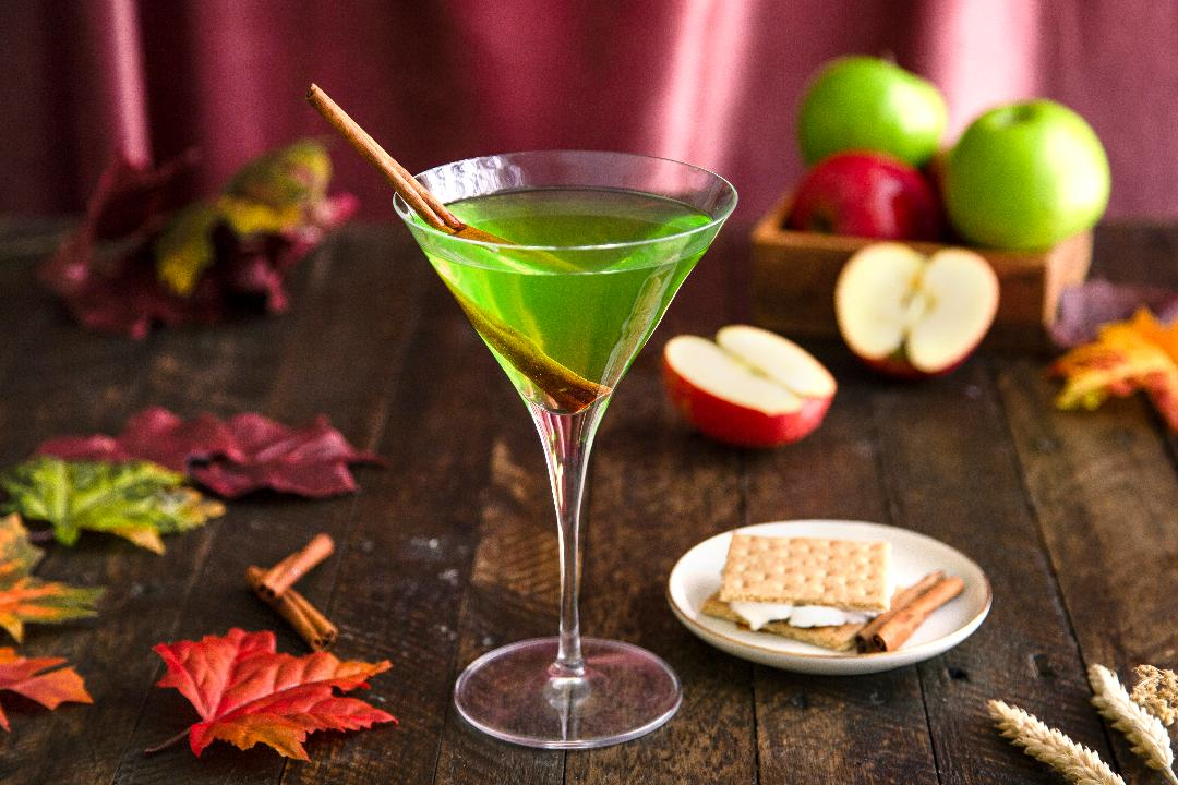 Easy Holiday Cocktail Recipes To Share With Friends!