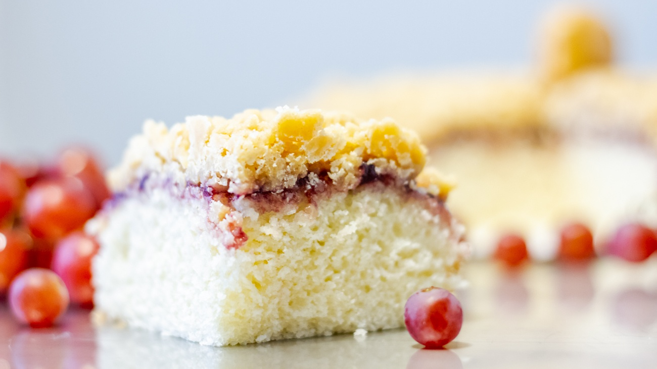 peanut butter and jelly crumb cake